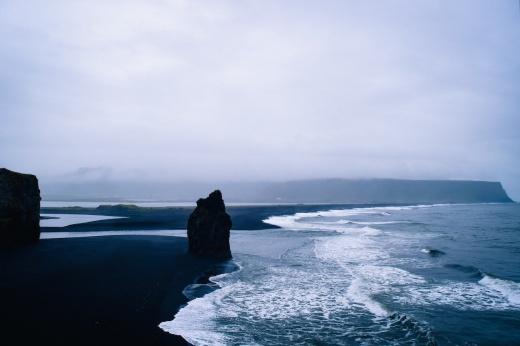 Хочу туда: пляж из кусочков лавы, где можно заняться сёрфингом