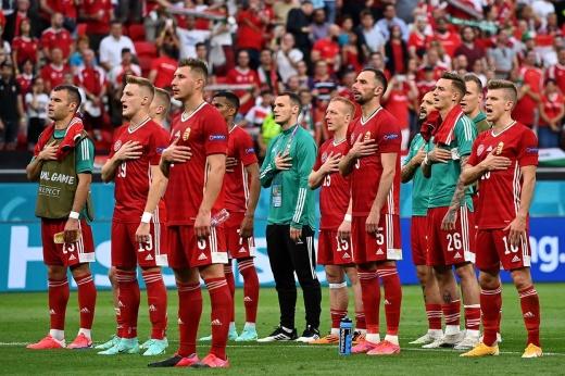 После крупного поражения игроки пели гимн со всем стадионом! В России такое возможно?