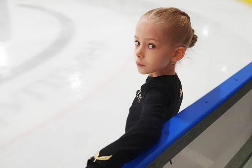 Перворазрядница Софья Глаголевская прыгнула четверной тулуп на турнире в Санкт-Петербурге — чем уникально её достижение