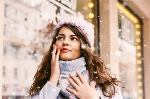 Сухость и трещины: как ухаживать за кожей зимой