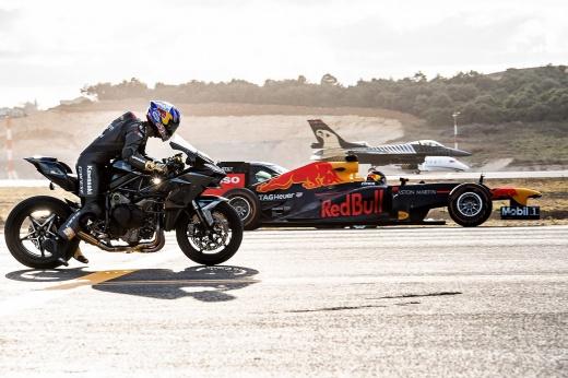 Байк заткнул за пояс чемпионский болид Ф-1 и истребитель. Неожиданный итог эпичного заезда