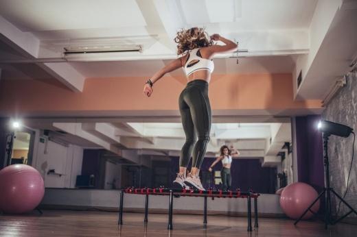 Выше головы: как похудеть, прыгая на батуте