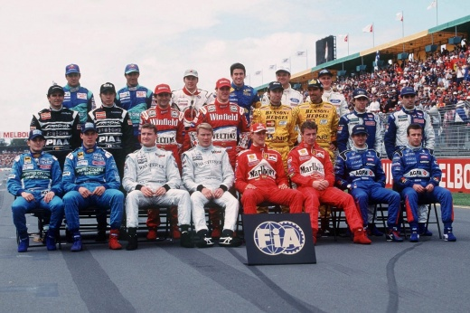 Формула-1 ввела карточки гонщиков в игре F1 2020 – Хэмилтон лучший, Квят делит 10-е место