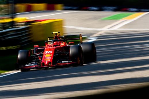 Границы трассы в Формуле-1: почему не оштрафовали Хэмилтона и за что лишили победы Ферстаппена