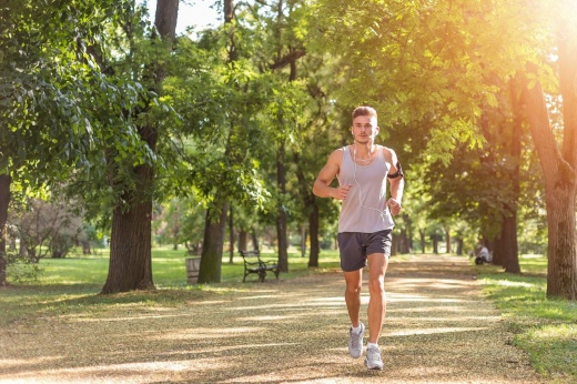 На разных скоростях: что такое интервальный бег и как он помогает похудеть