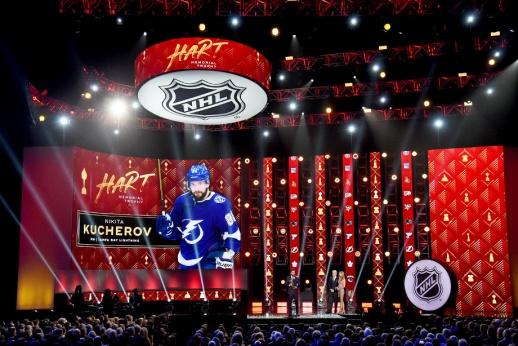 С Хартом и без носков. Самые яркие моменты церемонии закрытия сезона НХЛ