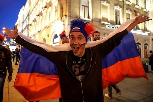 Как Петербург гуляет после победы сборной России. Лучшие фото