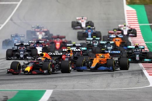 Льюис Хэмилтон подписал двухлетний контракт с командой Формулы-1 «Мерседес» — почему это ошибка