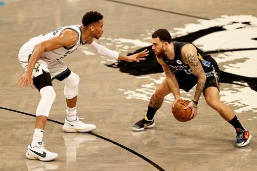 «Бруклин Нетс» проиграл серию полуфинала Восточной конференции с «Милуоки Бакс», Кевин Дюрант играл без замен