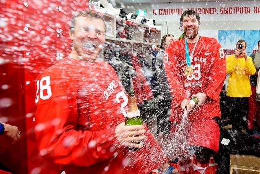 «Тащи и гуляй, страна!» Чемпионская раздевалка сборной России (видео)