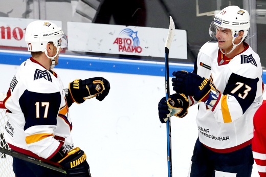 Громкие сделки «Магнитки», удача «Сибири». Как в КХЛ открылось трансферное окно год назад