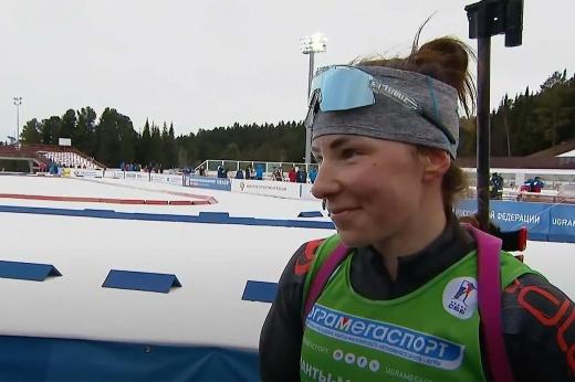 Убегающая из страны биатлонистка опять громит сборную России. А можно не отпускать Ушкину?
