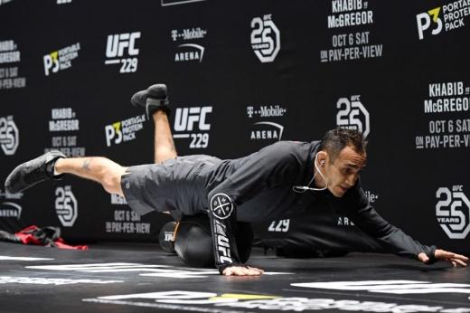 Жёсткие нокауты в MMA, удушающий Д'Арсе, любимый удушающий приём Тони Фергюсона