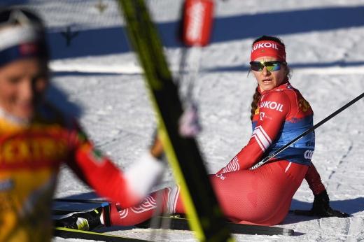 Соперницы на финише уронили российскую лыжницу Непряеву. Кто виноват в столкновении?