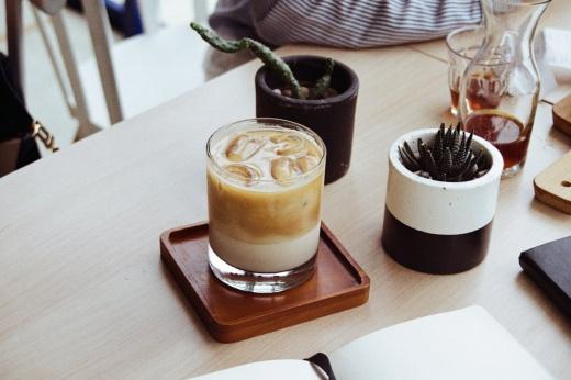 Как быть бодрым и не спать всю ночь без кофе, 10 лучших способов взбодриться