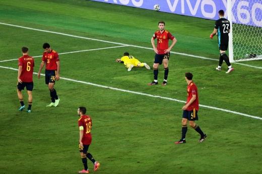 Игроки из чемпионата России на Евро — печаль. Берг совершил невероятный промах с Испанией!