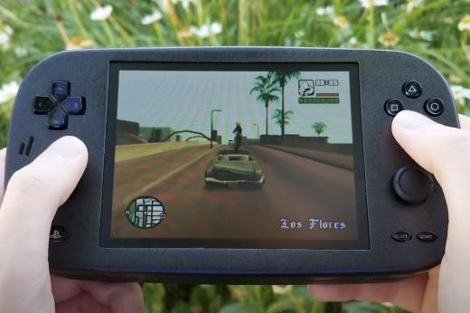 Портативной PS2 не бывает? Блогер собрал такую консоль!
