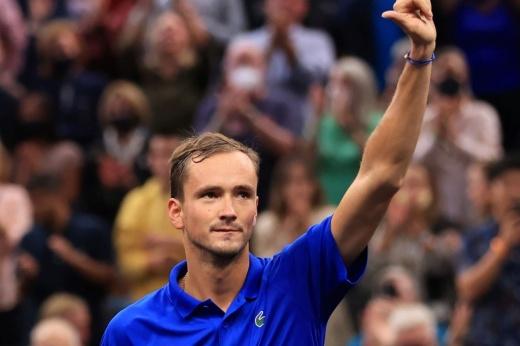 Историческая «баранка»! Даниил Медведев провёл первый матч в ранге чемпиона US Open