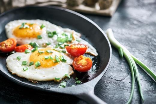 Как яйца на завтрак помогают похудеть? Исследования учёных