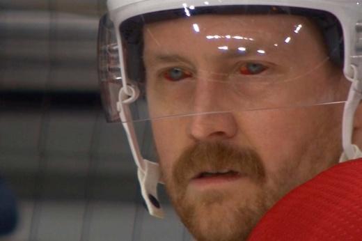 «Он выглядит страшно». Кровавые глаза защитника «Монреаля» поразили хоккейный мир