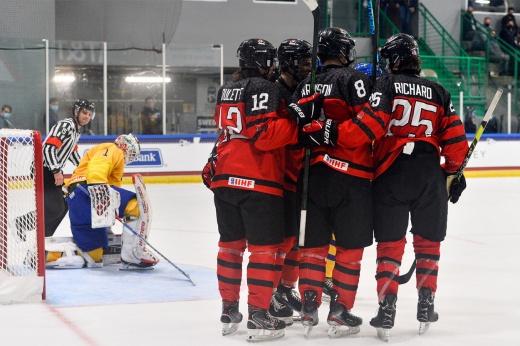 «Играли мальчики против мужчин». Швеция опозорилась на ЮЧМ, получив от Канады 12 шайб!