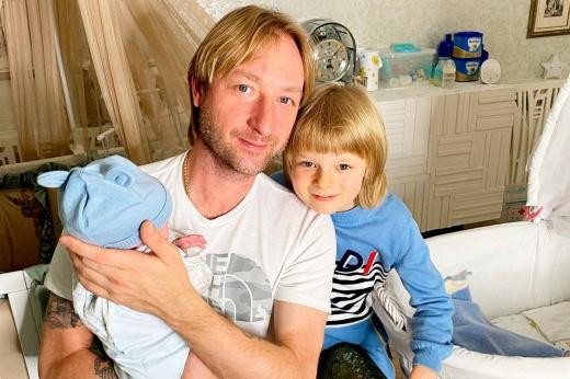 «Что, денег не хватает?» Восьмимесячному сыну Плющенко дали прозвище и завели личный блог