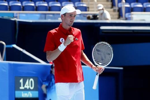 Медведев разобрал очередного соперника на Олимпиаде. Наш парень отдал только 3 гейма