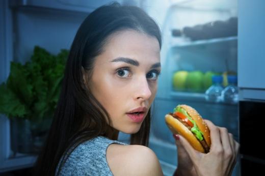 Что съесть на ночь без вреда для фигуры? Варианты полезных и низкокалорийных перекусов