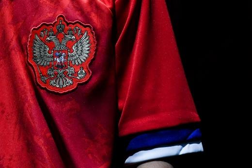 «Сыграть на зубах». Почему российские гандболисты заклеили герб на форме перед ЧМ-2021