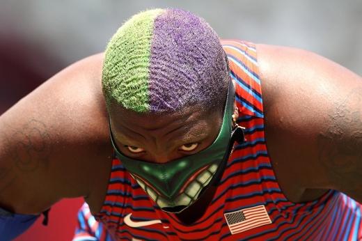 Американка показательно нарушила правила на Олимпиаде. Посмеют ли отобрать у Халка медаль?