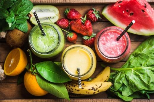 Без алкоголя и соков: каких продуктов стоит избегать во время диеты