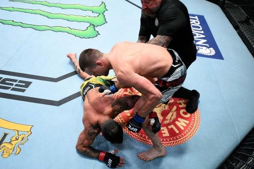 Алексей Олейник проиграл Сергею Спиваку на турнире UFC Вегас 29, видео