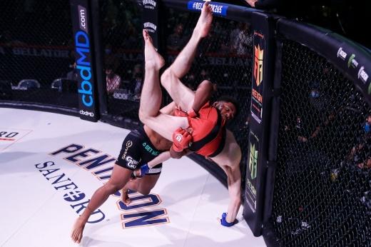 Лучший бой месяца в Bellator по версии «Чемпионата» — Магомед Магомедов против Рауфеона Стотса