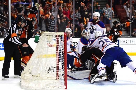 «Это невозможно объяснить». Невероятное спасение в НХЛ с 0:3 со снятым вратарём