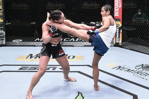 UFCVEGAS2 on ESPN 10 — видео полного боя Мария Агапова — Ханна Сайферс