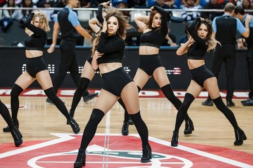 Выбираем лучшую группу поддержки в НБА, фото, «Голден Стэйт Уорриорз», «Милуоки Бакс»