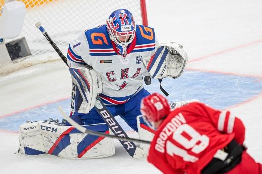 Новичок ЦСКА Адам Рейдеборн пропустил 11 шайб в 3 матчах, тогда как Ларс Юханссон тащит СКА на старте сезона
