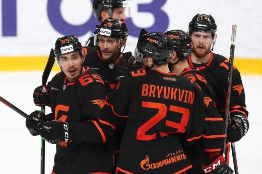 Омск готов защищать титул, а «Сибирь» — пошуметь в плей-офф? Итоги межсезонья КХЛ. Восток