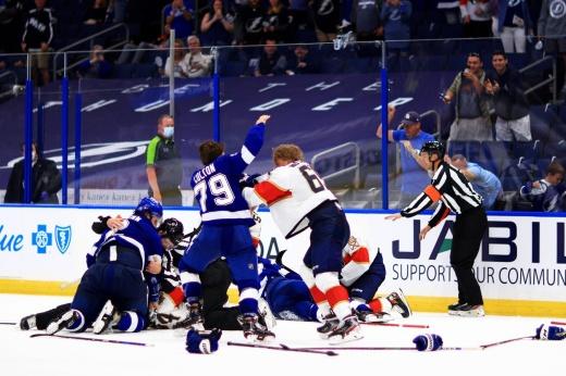 «Флорида» — «Тампа» — 4:1 — видео, голы, обзор матча плей-офф НХЛ