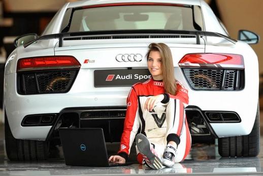 Красота дня: подругу Шумахера взяли в женский чемпионат. Ещё бы!