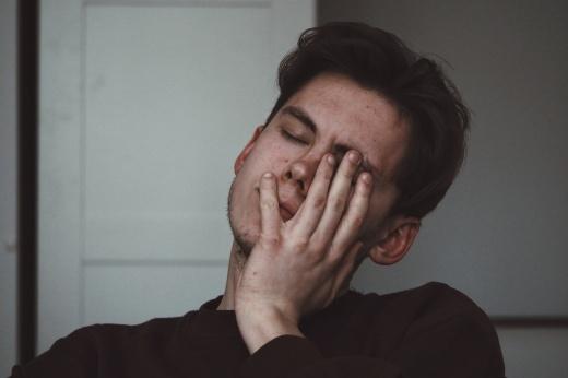 «Ок, давай поговорим»: почему мужчинам тоже важно ходить к психологу