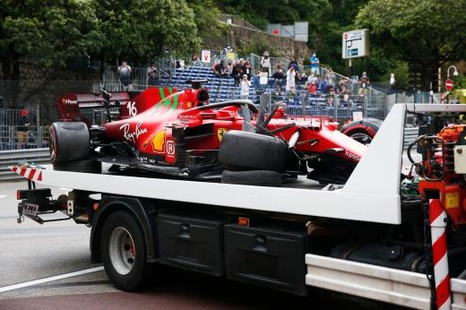 Домашнее проклятие Леклера: он ни разу не финишировал в Монако! Теперь — сход до старта!