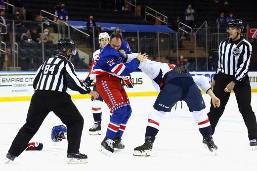 «Это позор». В Америке кипят страсти после массовой драки за Панарина в НХЛ