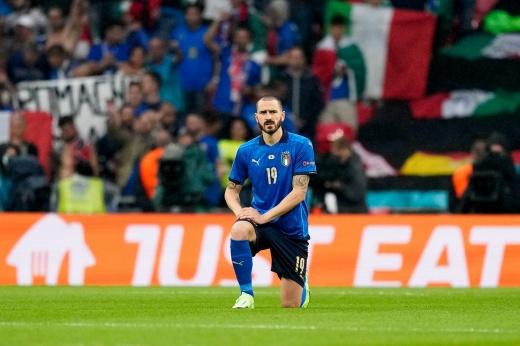 «Италия встала на колени, и я выключил футбол». Что говорят об акции на финале Евро