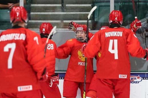 «Это мир Мичкова, а мы в нём живём». Русский талант заставил хоккейный мир говорить о себе