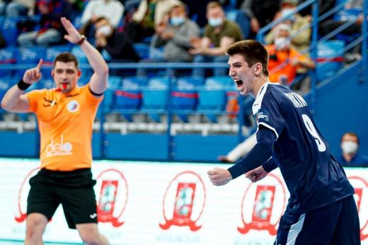 В чемпионате России по гандболу игроку плеснули нашатырём в глаза. Кто в этом виноват?