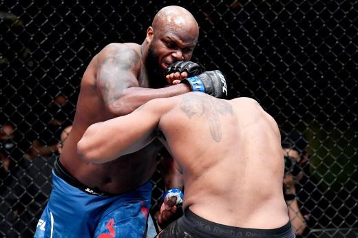 Сириль Ган нокаутировал Деррика Льюиса на турнире UFC 265 и завоевал пояс временного чемпиона, видео
