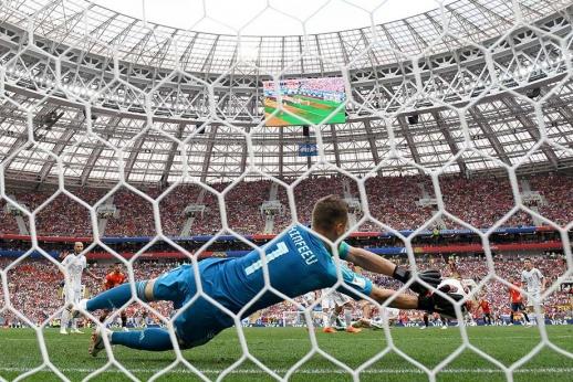 Свой первый пенальти он отбил в 17. Акинфеев вновь спас Россию