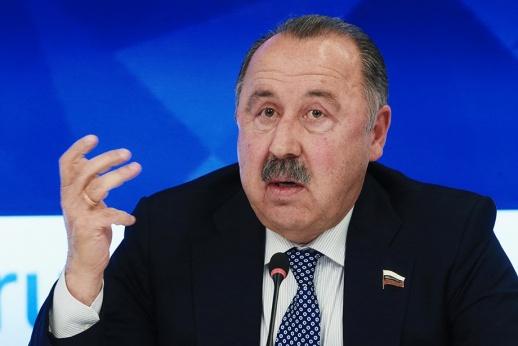 Газзаев: за такой календарь нужно руки отрезать тем, кто его составлял