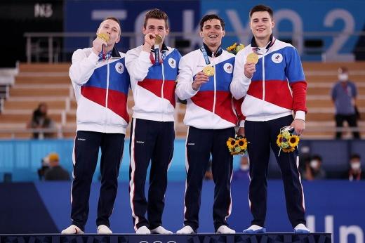 У России на Олимпиаде — три золота за час! Наши гимнасты плакали после своей победы